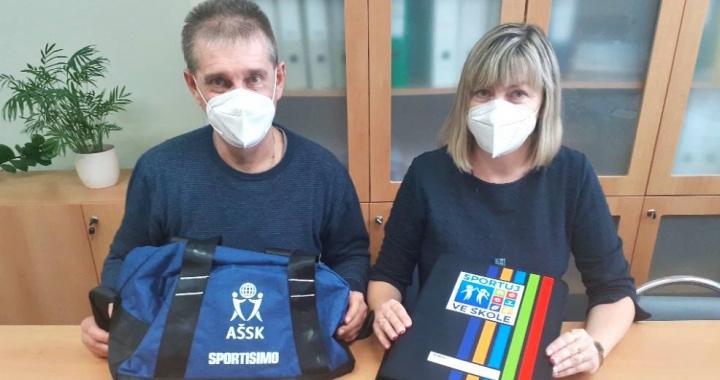 Foto: Distribuujeme pomůcky lektorům projektu Sportuj ve škole